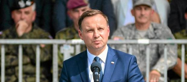 Prezydent Duda przemawia na Alejach Ujazdowskich