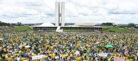 25 mil pessoas protestaram em frente ao Congresso