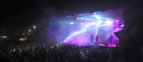 Tara Perdida em palco. Foto: Santa Summer Sounds