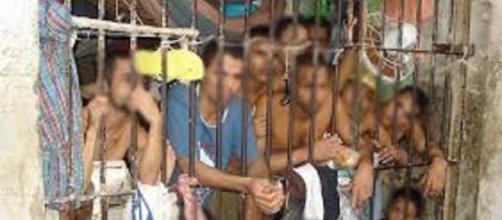 A superlotação das cadeias do Brasil.