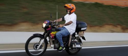 Motocicleta con agua hace 500km con 1litro