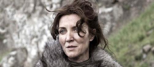 Michelle Fairley, caracterizada como Catelyn Stark