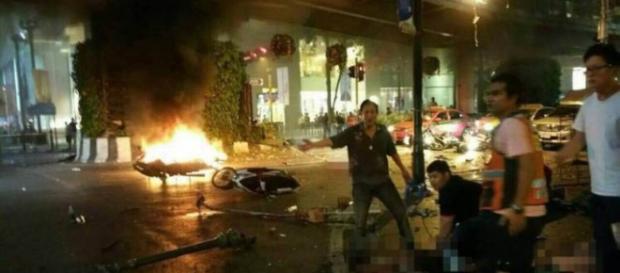 Attentato a Bangkok: bomba in motocicletta