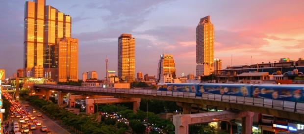 Esplode bomba nel centro di Bangkok