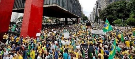 Governo enfrenta mais uma manifestação popular