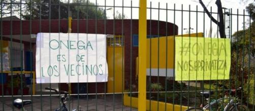 Vecinos resisten privatización del 'Poli' Devoto