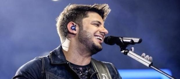 DNA concluiu que adolescente não é filho do cantor