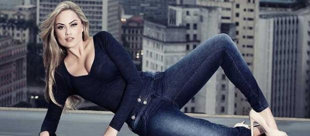 Ellen Roche perdeu peso para seu papel em novela