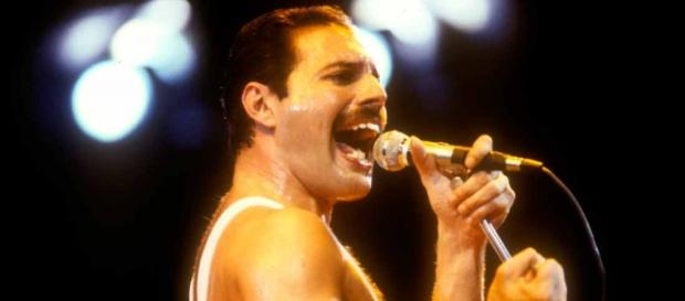 Freddie Mercury, falecido vocalista do Queen.