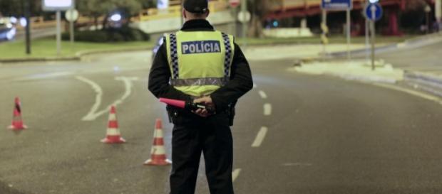 Policiais portugues estão em protesto.