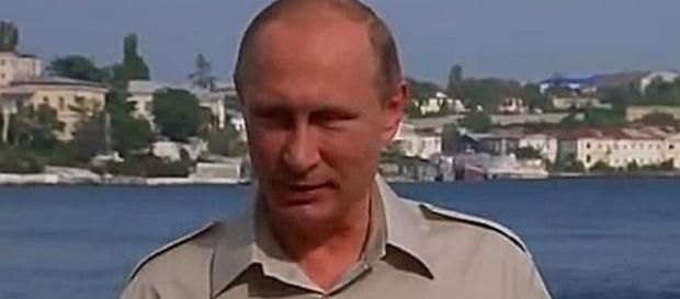 Putin na tle panoramy zabytków Sewastopola