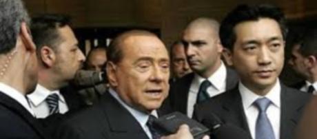 Mr. Bee Taechabol e Berlusconi