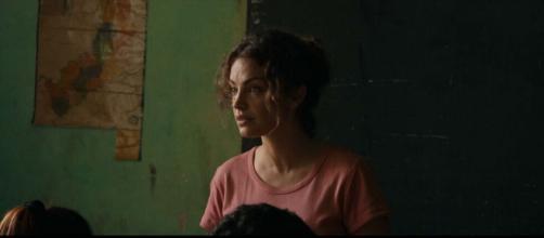Fotograma de 'La Patota' donde Paulina da la clase