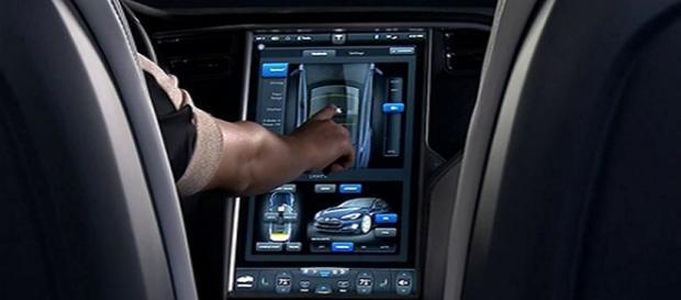 Los autos Tesla cuentan con un panel de control