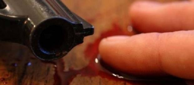 Tânăr român împușcat în piept.