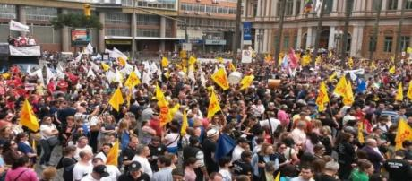 Assembleia que decidiu pela greve lotou a capital