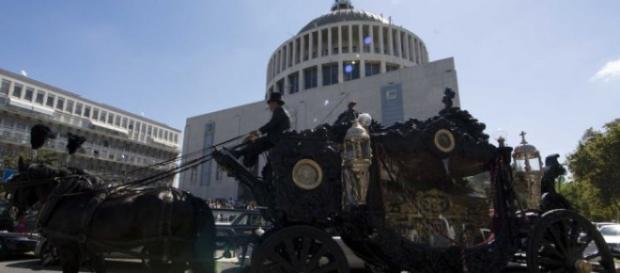 Roma sfregiata dal funerale sfarzoso di Casamonica