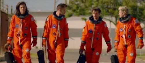 Gli One Direction svelano il video di Drag Me Down
