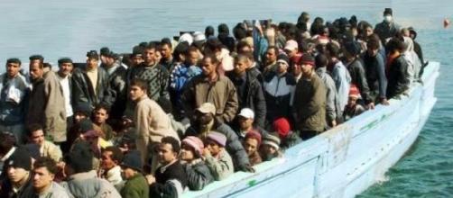 Profughi provenienti dal Nord Africa verso Italia