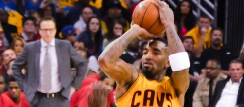J.R. Smith will be returning to the Cavs.