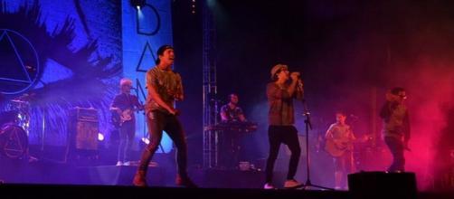 Público juvenil identifica-se com as músicas