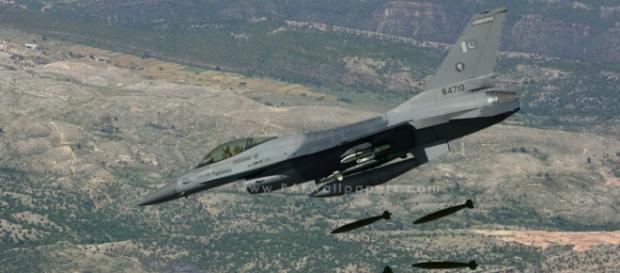 F-16 într-o misiune de atac aerian