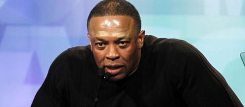 Cantante de rap Dr.Dre ante el mundo.