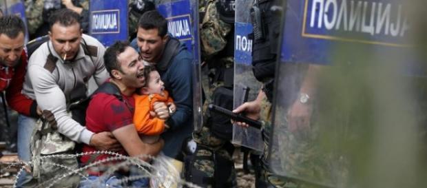 Immagini dei profughi in Macedonia.