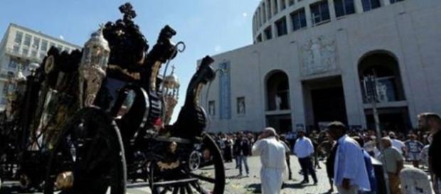 La carrozza davanti alla chiesa di Don Bosco