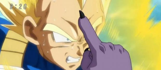 Vegeta luchando contra Bills en desventaja