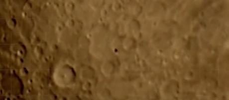 Oggetto non identificato sulla Luna