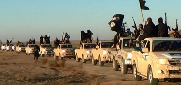 Isis addestra bimbi con decapitazione peluche