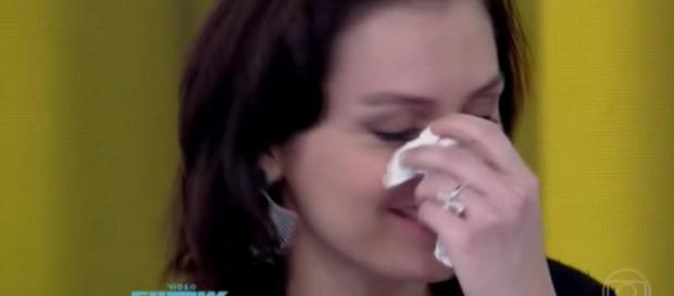 Monica Iozzi não segura emoção e chora