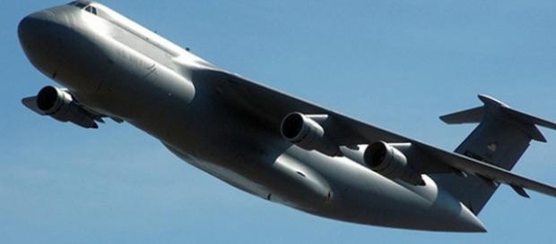 Sursa DoD -Avionul C-5 Galaxy poate transporta ...