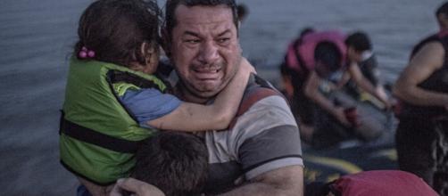 Momento em que família síria chega à Europa