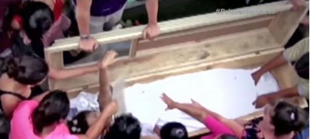 Adolescentă declarată moartă de două ori