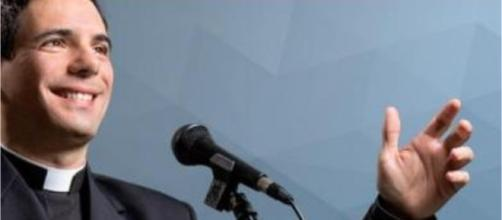 Padre Juares De Castro: Padre Faz Sucesso Cantando Músicas Da MPB