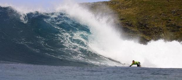 enormes olas en la playa de Pantín, Galicia