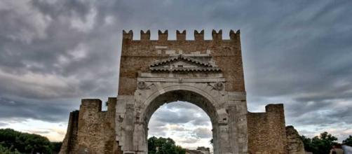 Rimini- Arco di Augusto con nuvole