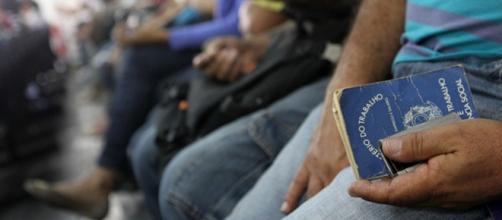 Trabalhos com carteira assinada caem no Brasil