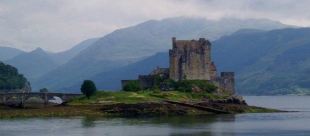 Weicht Outlander zu sehr von der Romanvorlage ab?