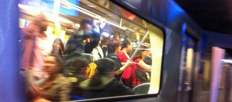 Vagão em metrô de SP. Foto: Régis Schwert.