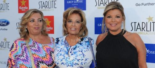 Maria Teresa Campos con sus hijas