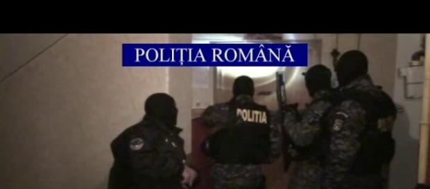 Doi bărbați care au jefuit un cămătar arestați