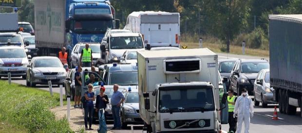 Zeci de cadavre gasite intr-un camion