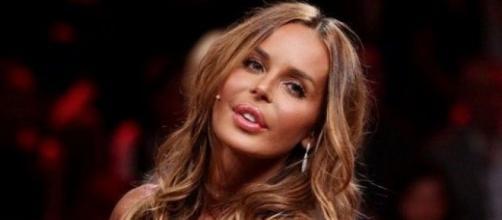 Nina Moric insulta fan disabile
