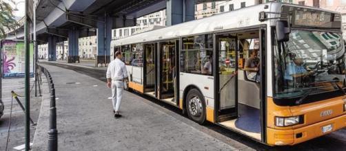 Autobus 1 fermo al capolinea a Genova