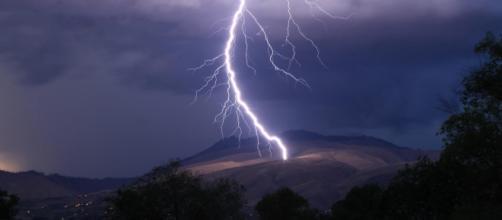 Come proteggersi dai fulmini durante un temporale