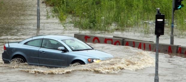 Opady, brak odpływu wody, niemożliwy transport