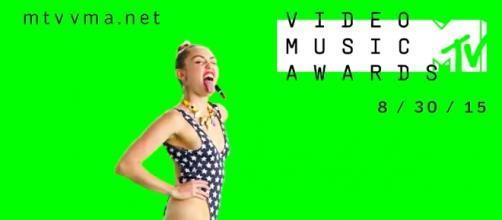 Miley Cyrus apresenta a gala deste ano.